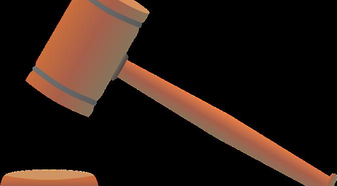 En refusant d'appliquer la loi et les règles qu'il a lui-même définies, le Maire fait obstacle au droit fondamental d'expression d'élus